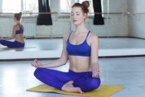 瞑想している女性のイメージ